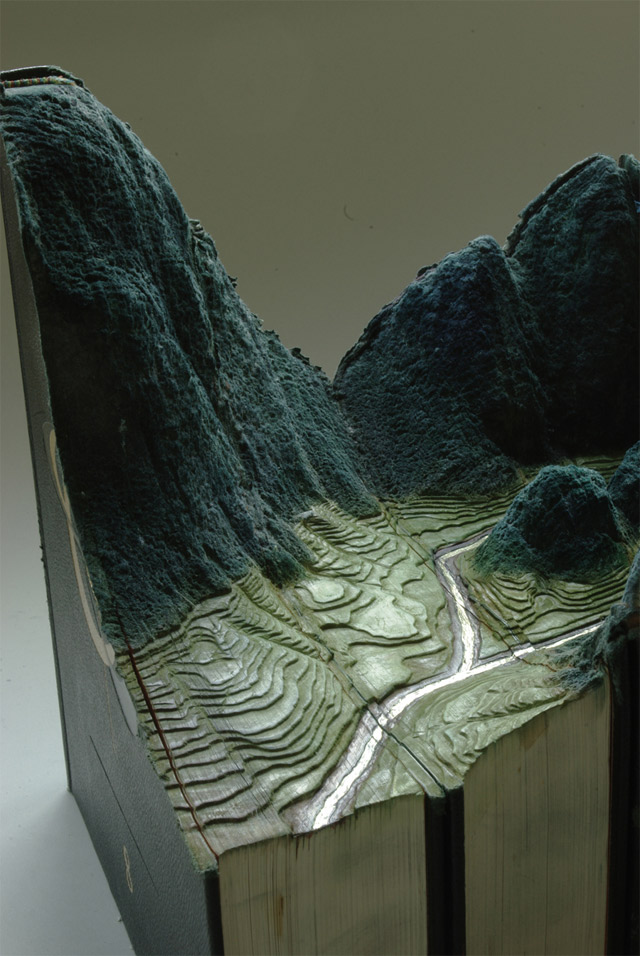 Aus Büchern geschnitzte Landschaften carvedbooklandscapes_02