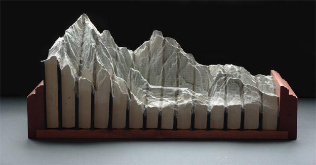 Aus Büchern geschnitzte Landschaften