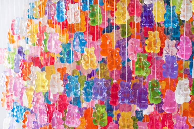 Kronleuchter aus 3.000 Gummibären gummibaerenkronleuchter_02