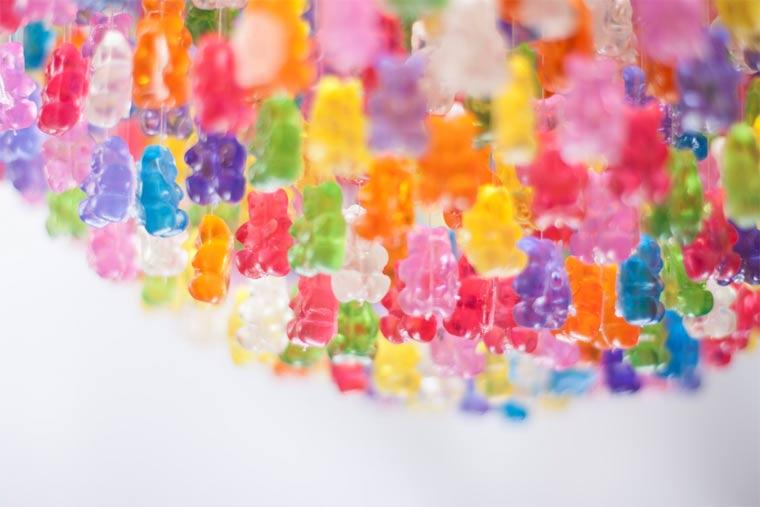 Kronleuchter aus 3.000 Gummibären gummibaerenkronleuchter_03
