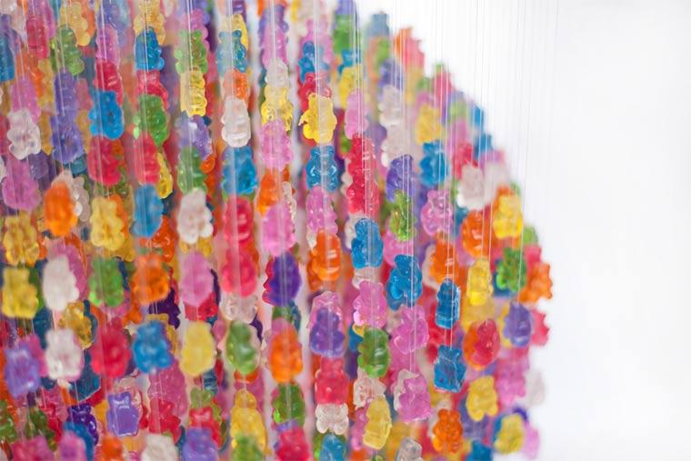 Kronleuchter aus 3.000 Gummibären gummibaerenkronleuchter_04