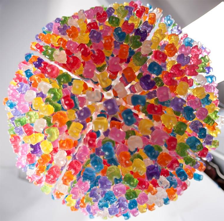 Kronleuchter aus 3.000 Gummibären gummibaerenkronleuchter_05