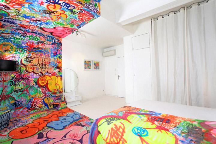 Halb Hotelzimmer - Halb Graffiti half_graffiti_hotel_room_04