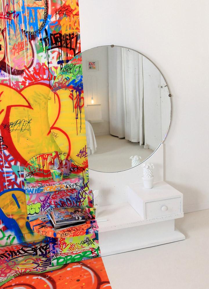 Halb Hotelzimmer - Halb Graffiti half_graffiti_hotel_room_05