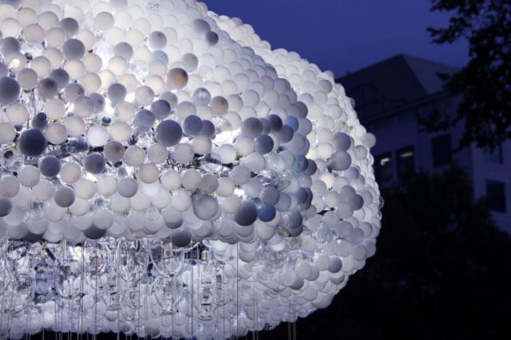 Interaktive Wolke aus 5.000 Glühbirnen interactive_lightbulb_cloud_03