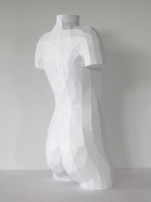 Der Körper besteht zu 100% aus Luft und Papier paper_torso_02
