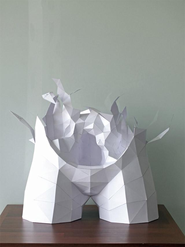 Der Körper besteht zu 100% aus Luft und Papier paper_torso_08