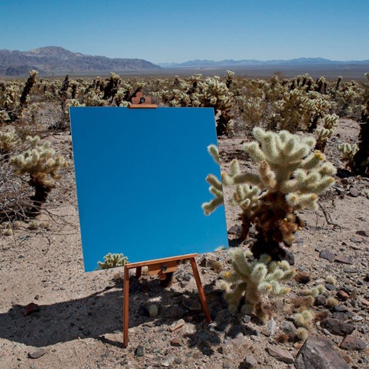 Spiegel-Leinwände in der Wüste spiegelleinwaende_02