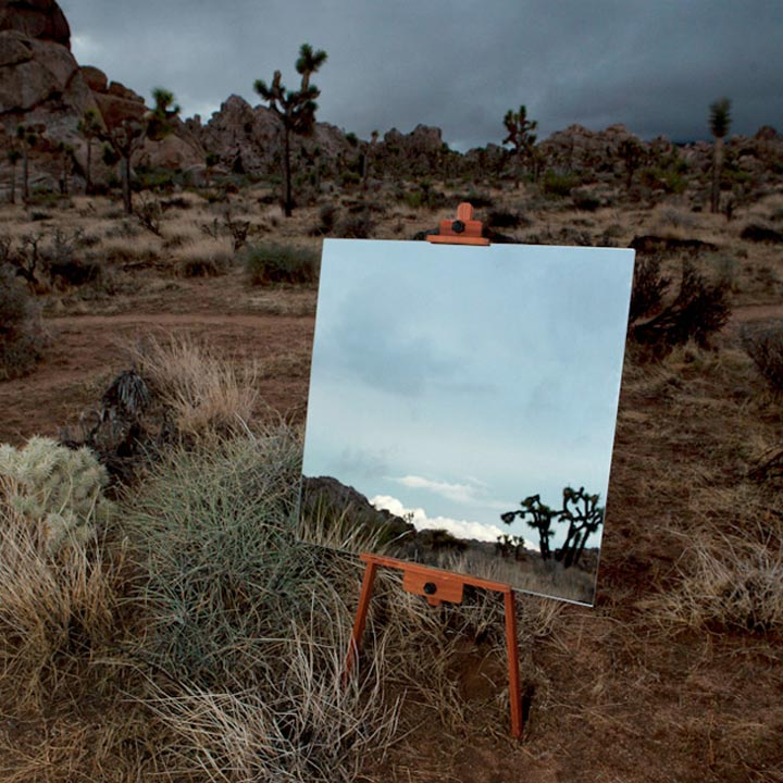 Spiegel-Leinwände in der Wüste spiegelleinwaende_04