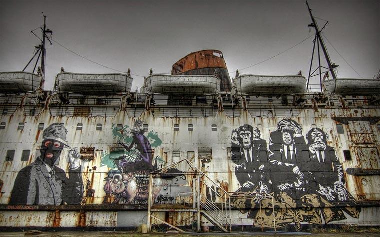 Ein Schiffswrack wird zur Graffiti-Schauwand the_black_duke_02