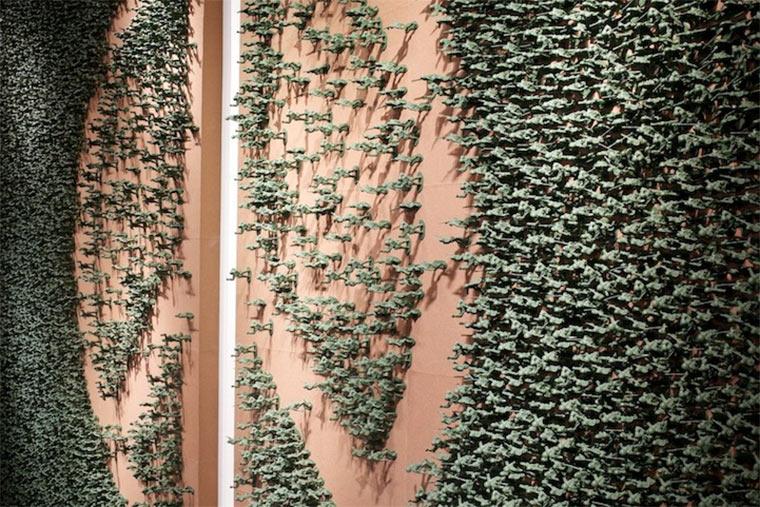 Peace-Zeichen aus 20.000 Spielzeugsoldaten toy_soldier_piece_02