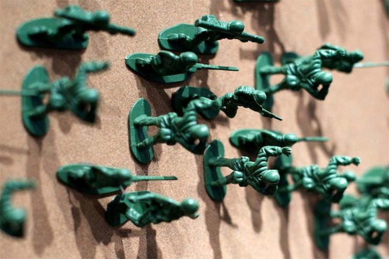 Peace-Zeichen aus 20.000 Spielzeugsoldaten toy_soldier_piece_04