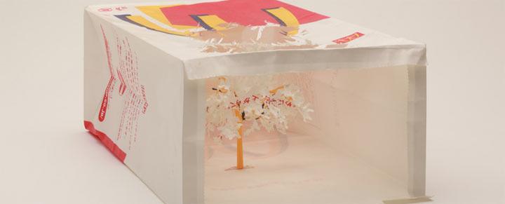 Art: Ein Baum aus einer McDonalds-Tüte McDonalds_bag_tree_05