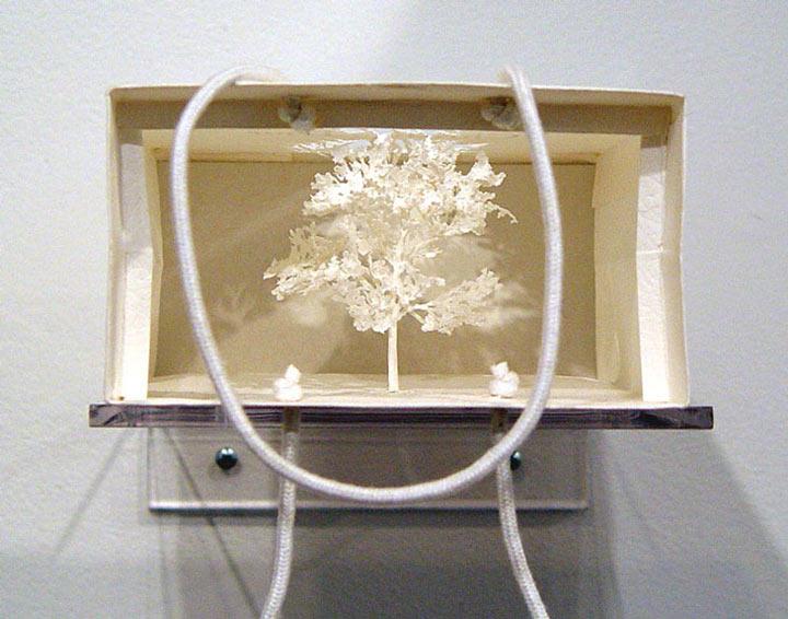 Art: Ein Baum aus einer McDonalds-Tüte McDonalds_bag_tree_08