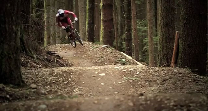 Downhill durch den Wald mit Brandon Semenuk Relentless_downhill