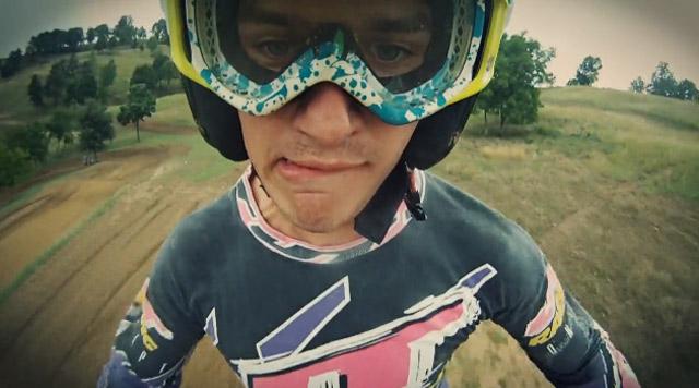 Unterhaltsam: Motocross-Springer-Mimiken Serious_Gooning