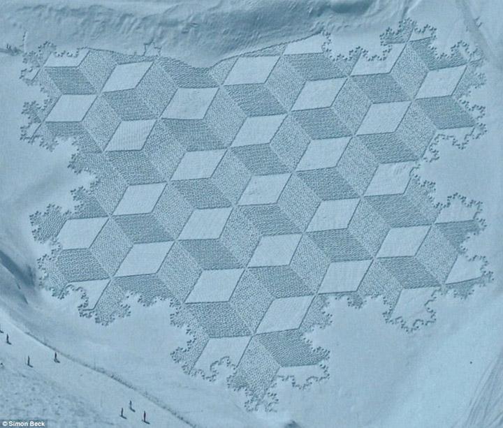 Geometrische Schneemusterkunst Simon_Beck_01
