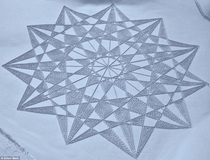 Geometrische Schneemusterkunst Simon_Beck_04