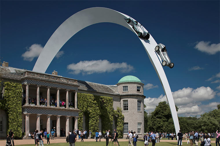 Gigantische Auto-Skulpturen Gerry_Judah_01