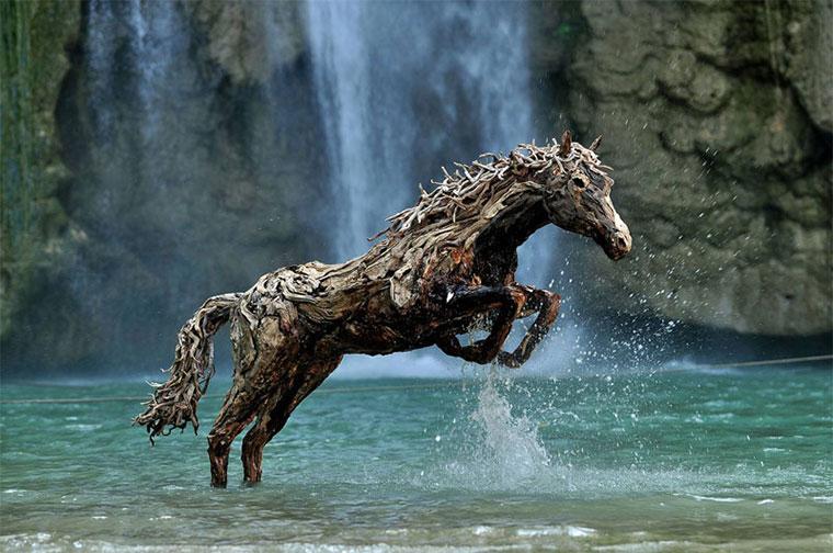 Galoppierende Treibholzpferde drivewood-horses_01