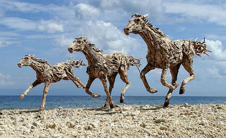Galoppierende Treibholzpferde drivewood-horses_02