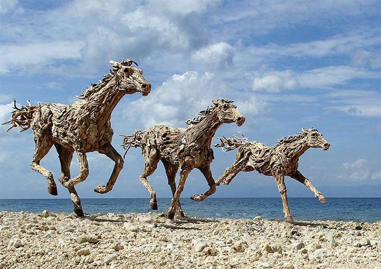 Galoppierende Treibholzpferde drivewood-horses_05