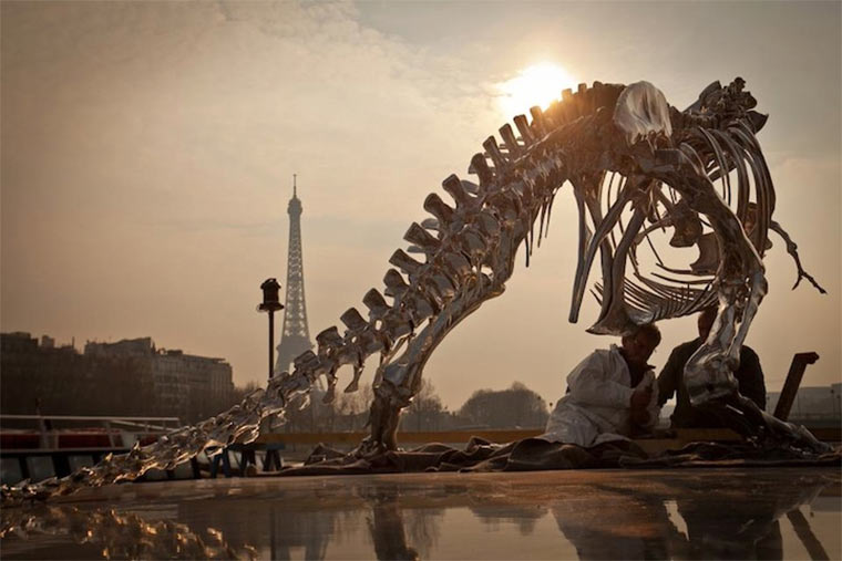 riesiges T-Rex-Skelett attackiert Paris giant-T-Rex_Paris_02