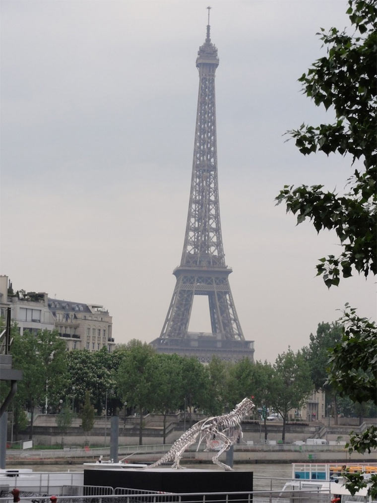 riesiges T-Rex-Skelett attackiert Paris giant-T-Rex_Paris_03