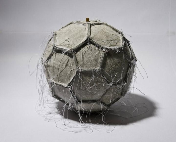 Skulpturen aus Sport-Equipment