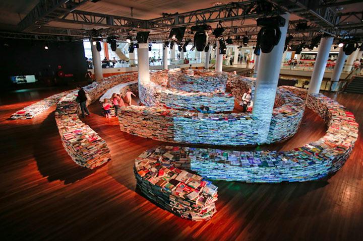 Labyrinth aus 250.000 Büchern aMAZEme_01
