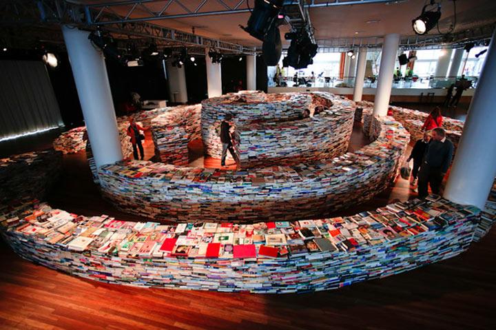 Labyrinth aus 250.000 Büchern aMAZEme_02