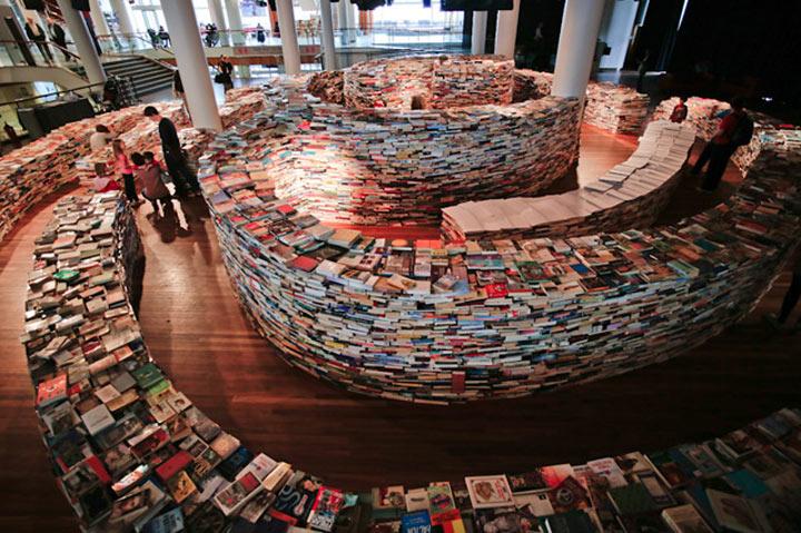 Labyrinth aus 250.000 Büchern aMAZEme_05