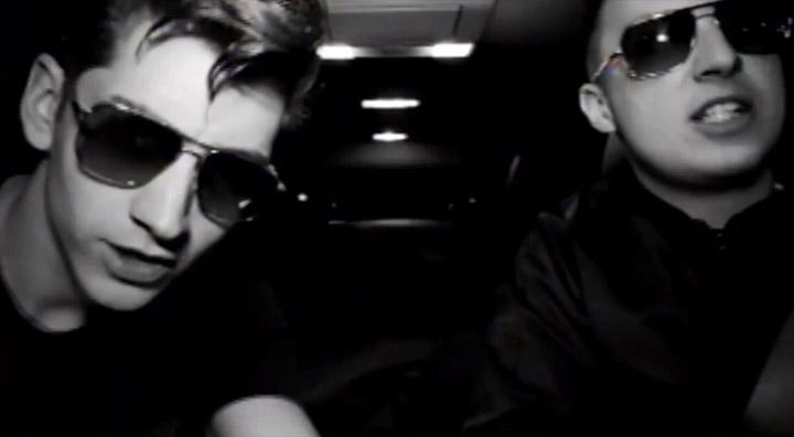 Arctic Monkeys – R U Mine? arctic_monkeys_RUmine