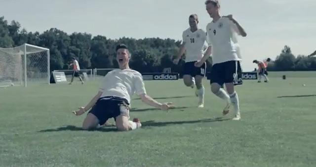Fußballkarriere rückwärts erzählt Adidas_schneller_ins_Trikot