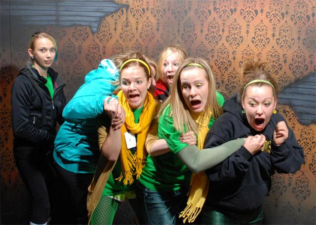 Lustige Bilder: Erschrockene im Gruselhaus Nightmares_Fear_Factory_04