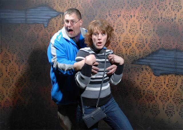 Lustige Bilder: Erschrockene im Gruselhaus Nightmares_Fear_Factory_06