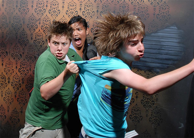 Lustige Bilder: Erschrockene im Gruselhaus Nightmares_Fear_Factory_13