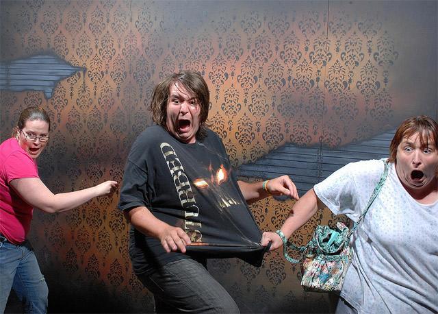 Lustige Bilder: Erschrockene im Gruselhaus Nightmares_Fear_Factory_14