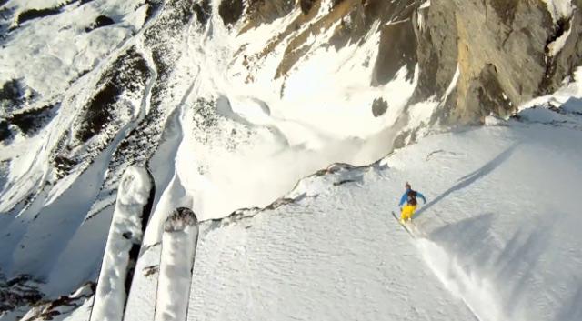 Mit Helmkamera vor der Lawine flieh/gen Avalanche_GoProHD_Cliffjump