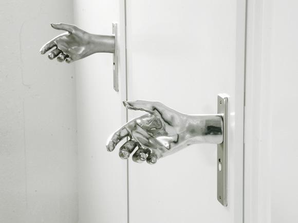 Das eiskalte Händchen Door-Hand-le-1
