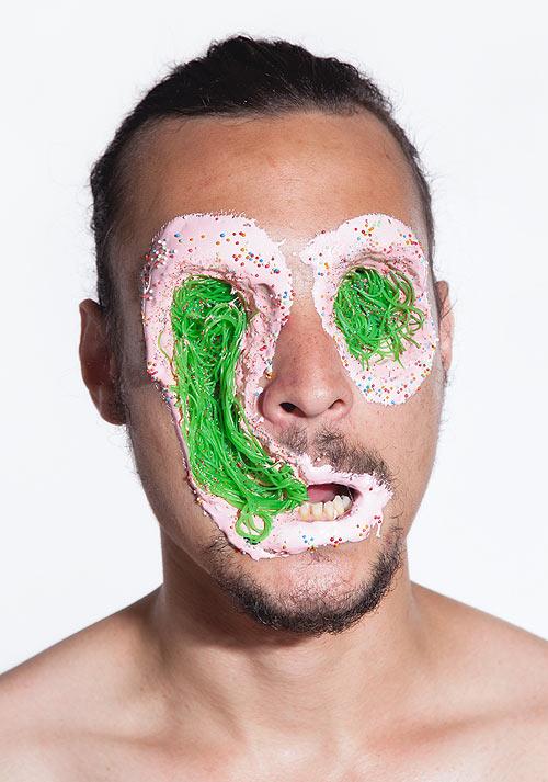Lecker Splatter: Gesichter mit Süßigkeitswunden Faces_06