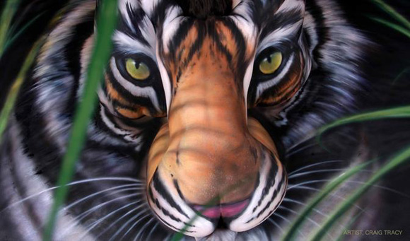 Craig Tracy weckt den Tiger in Dir Graig_Tracy_Body_Painting_01