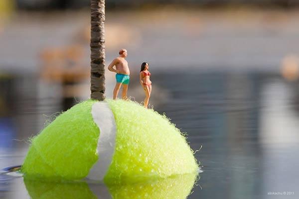 Die Tennisballinsel Slinkachu_tennis_island_01