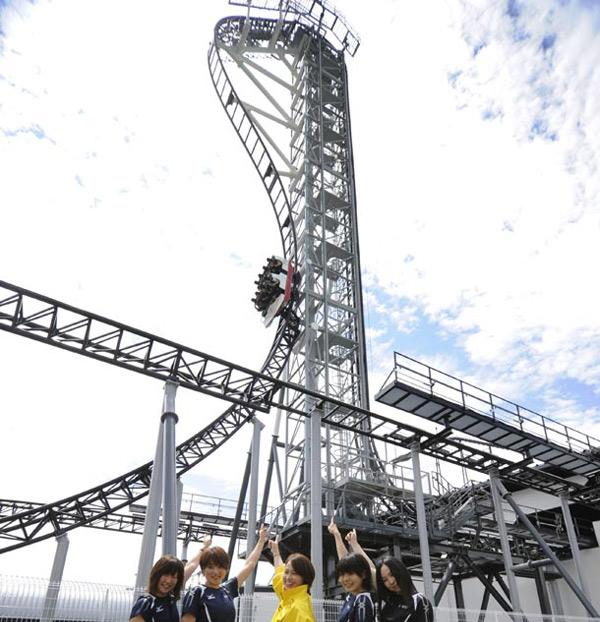 Eine Fahrt mit der steilsten Achterbahn der Welt takabisha_rollercoaster