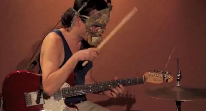 Gitarre + Schlagzeug + Mann = Band one_man_band