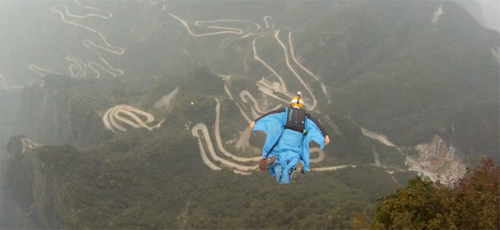 Wingsuit-Action in China wingsuit_Tianmenshan