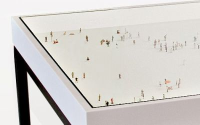 alone_in_a_crowd_table_rolf_sachs1