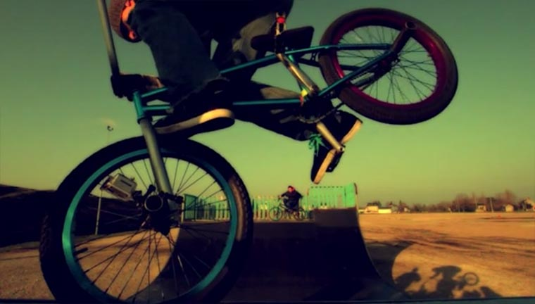 BMX-Tricks in 1.000 Frames/Sekunde bmx-slowmotion