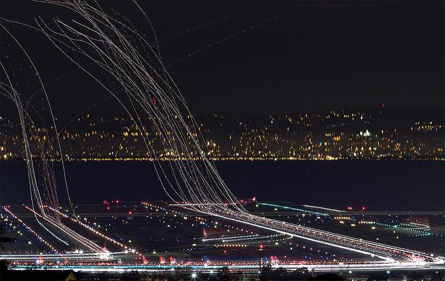 Langzeitbelichtungsfotos von Flughäfen 3734764542_ec31df008c_z