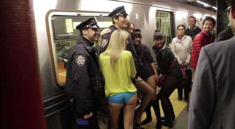 """Der alljährliche """"No Pants Subway Ride"""" 2013"""